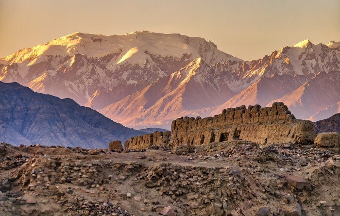 Tashkurgan_AncientFort_HDRb_med_WM_web